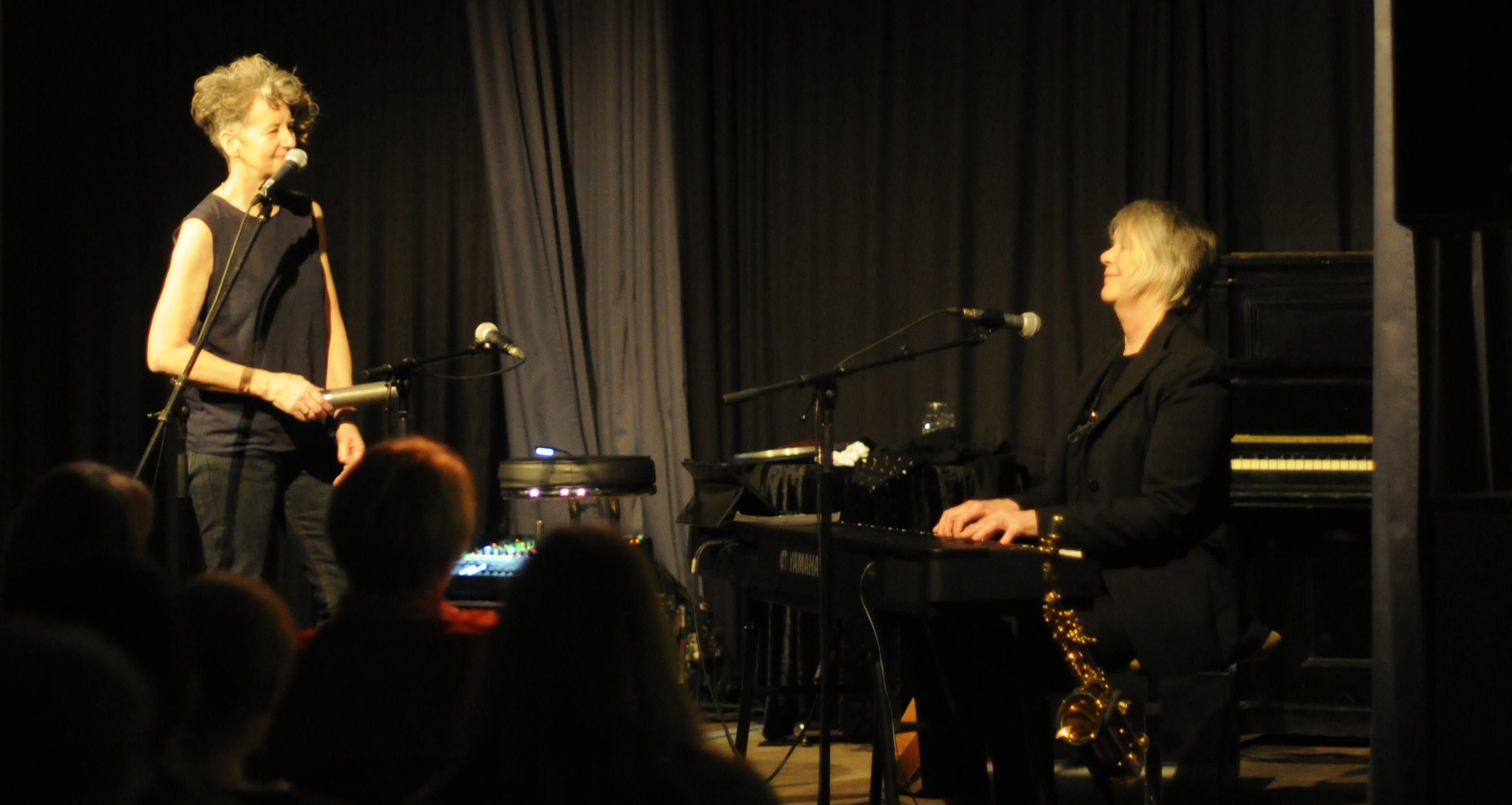 Maria Walsh und Carole Nelson in Darmstadt. Foto: Mira Lingmann